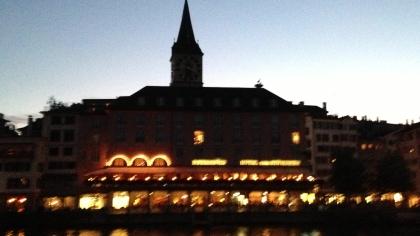 Zurich di malam hari. Agak ngeblur karena menggunakan kamera handphone.