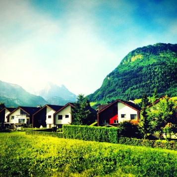 Rumah di kaki gunung Alpen